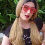 pretty teen ts girl in sunglasses